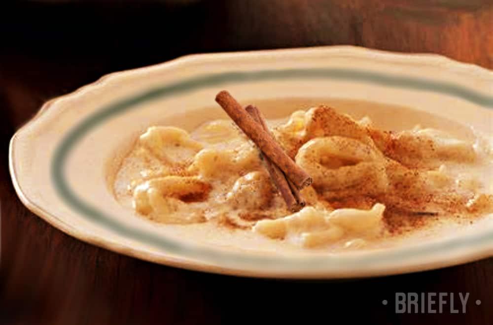 Maklike melkkos resep: met pasta of met kondensmelk in die mikrogolf of op die stoof.