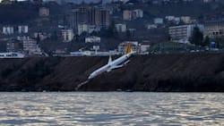 'Yhooo Jesu': Video shows the moment a plane crash lands at sea, Mzansi reacts