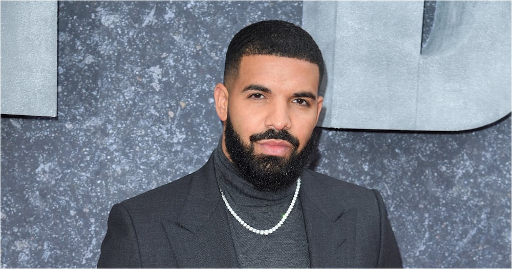 Drake becomes the 1st artist to hit a billion streams