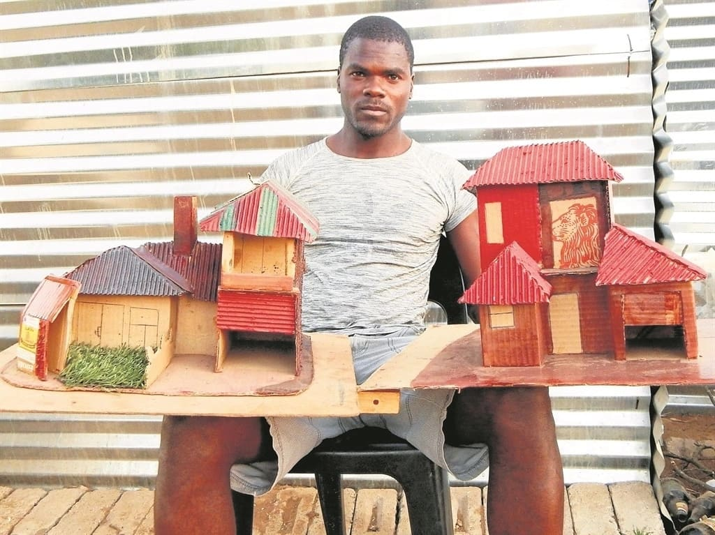 Erick Lekaba pictured with two of his house models. Source: Daily Sun/Desmond Boshego