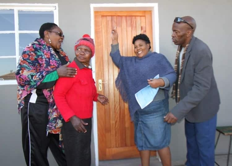 Councillors Zanele Koni (second from right) and Mncedisi Mbengo (right) with two of the beneficiaries. Source: Dispatch Live/Tembile Sgqolana