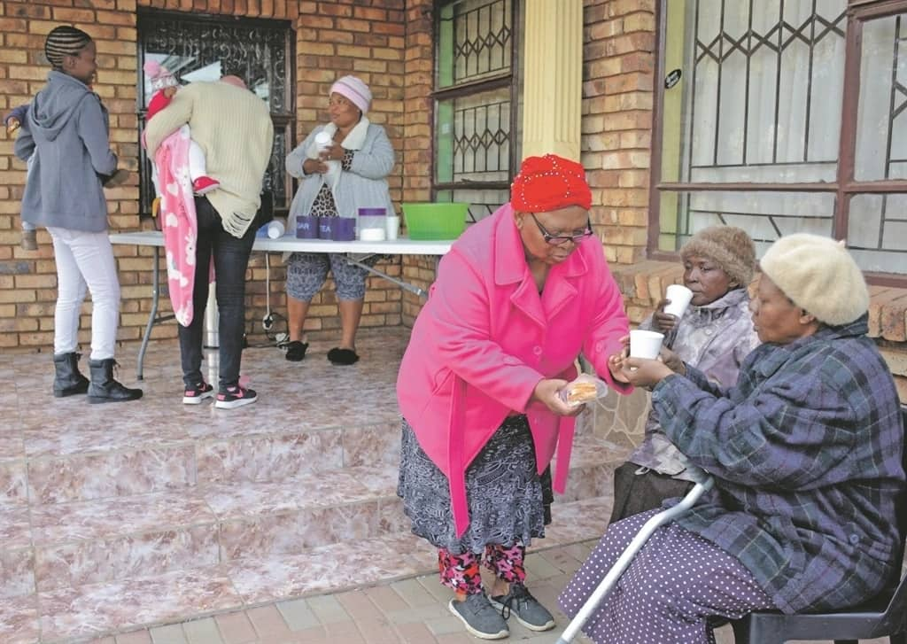 Gogo Mmatema offers patients free tea and coffee. Source: Daily Sun