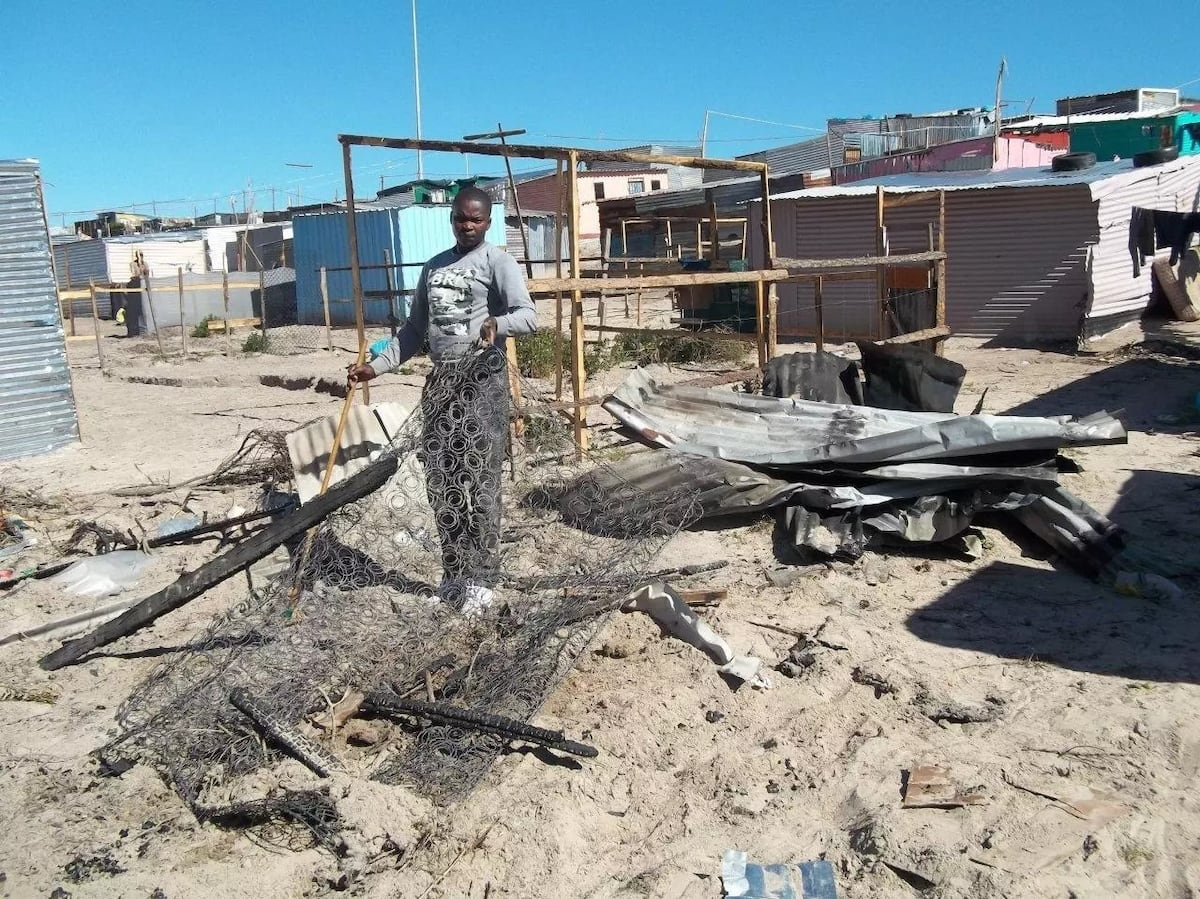 A fire destroyed a shack because there was no water to put it out. Source: GroundUp