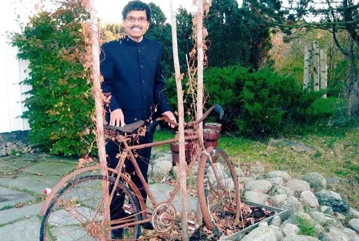 Fulfilling a prophecy: Man travels almost 10 000km on a bicycle for true love
