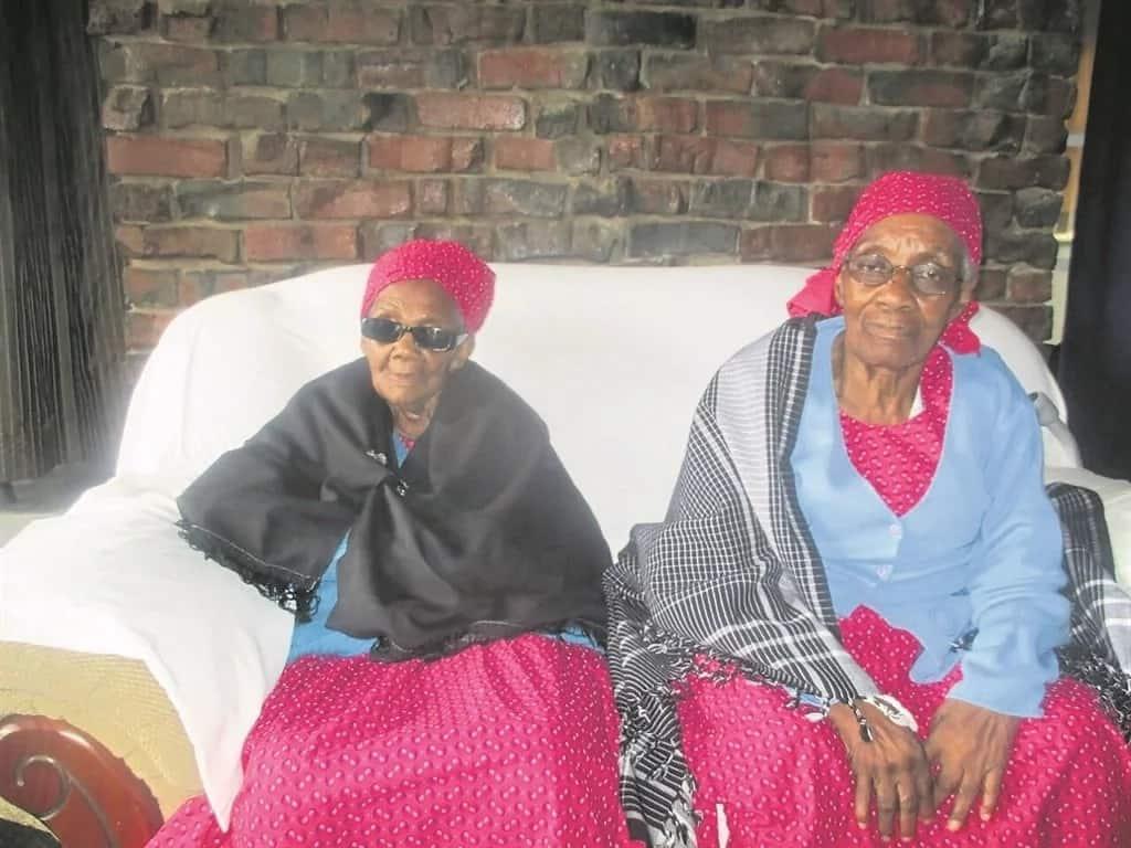Leiketseng Makhalanyane (left) and her sister, Mamathinya, are both centenarians. Source: Daily Sun