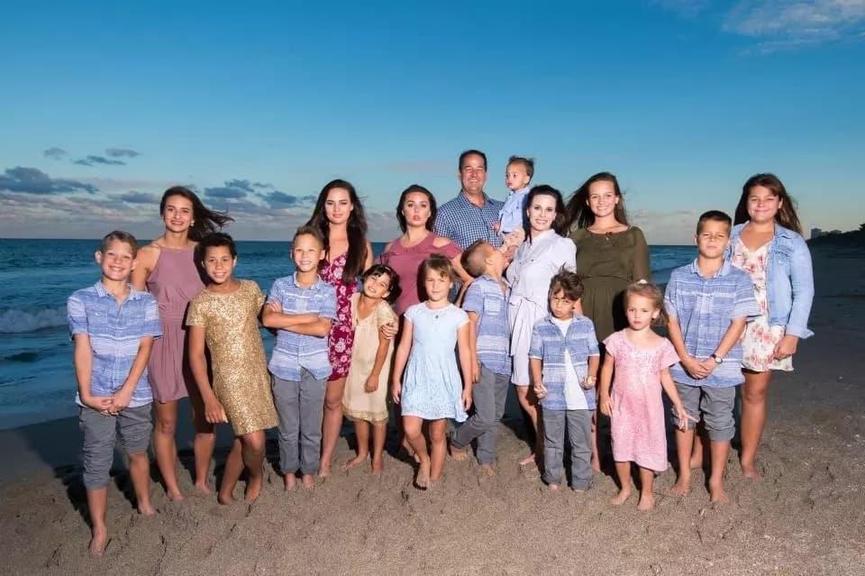 Lyette, her husband David, and their kids. Source: thesun.co.uk