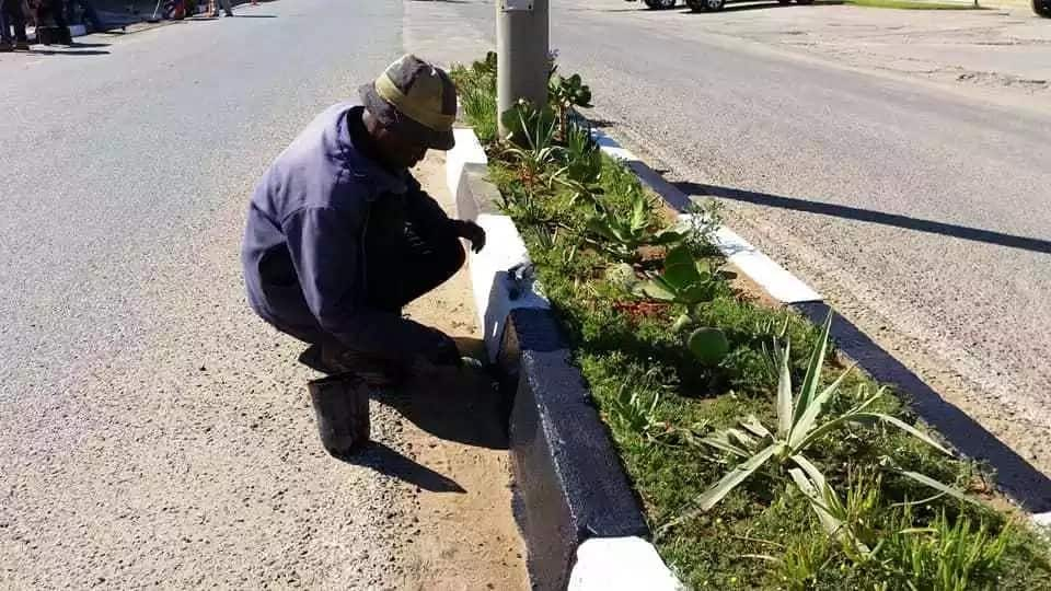 Coligny residents have pooled resources to make their town a cleaner place. Source: Good Things Guy