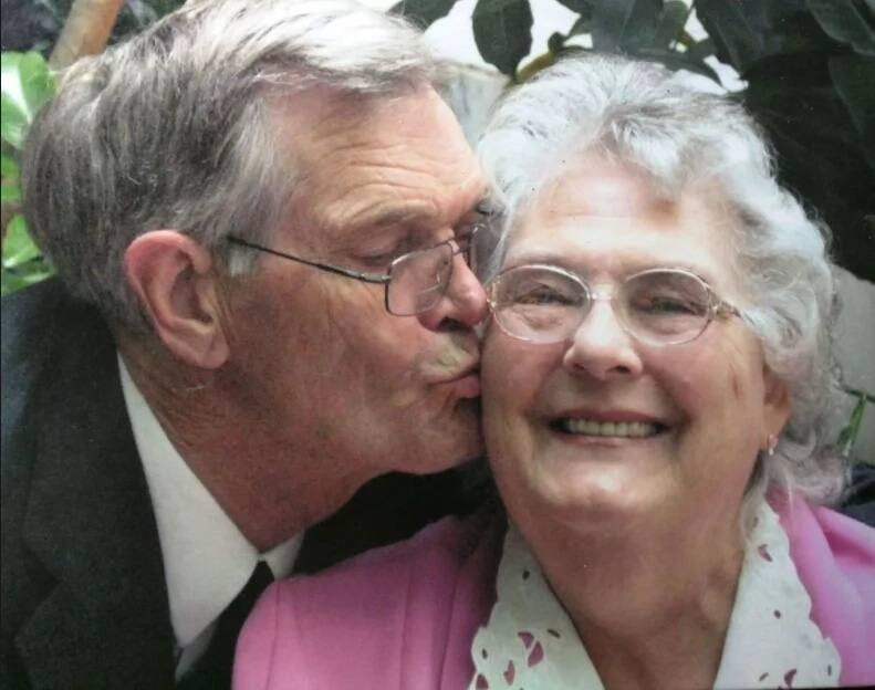 Couple married for 63 years dies minutes apart