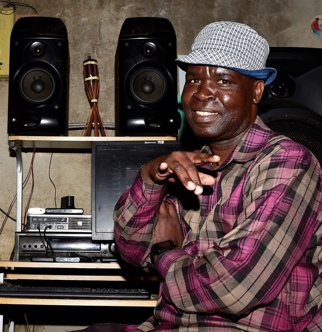 Phillip Thokolo pictured in his studio. Source: Daily Sun/Noko Mashilo