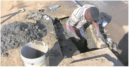 2 men volunteer to fix potholes and drainage in their townships