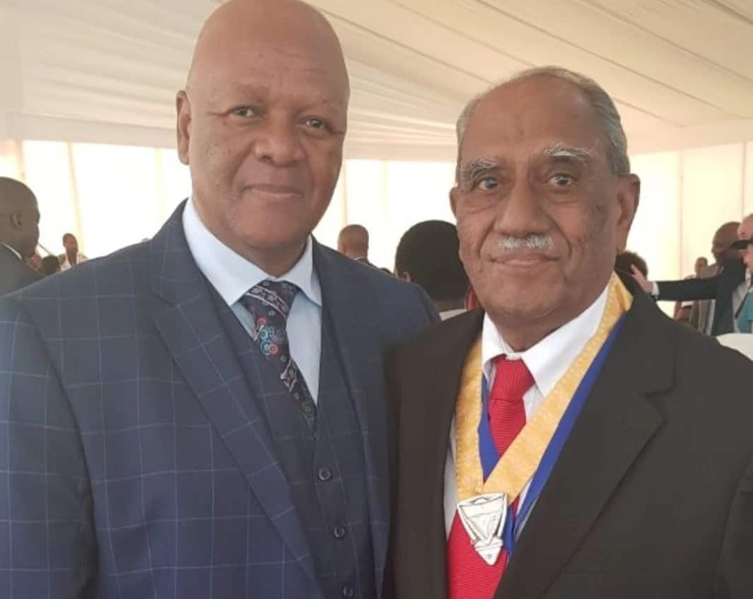 Swaminathan Gounden (right) pictured with Minister Jeff Radebe after being conferred the honour. Source: risingsunoverport.co.za