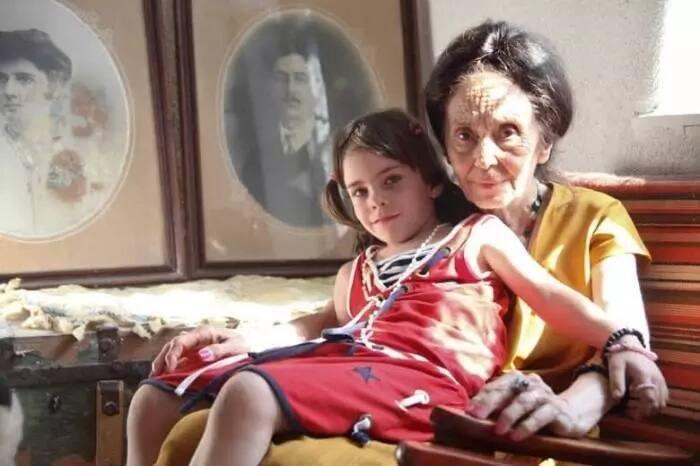 Adriana Iliescu and her daughter. Source: memebrity.com