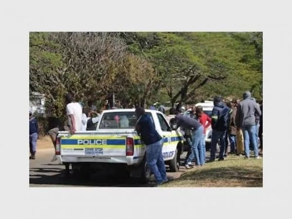 Part of the mob that gathered at Muller's home. Source: lowvelder.co.za