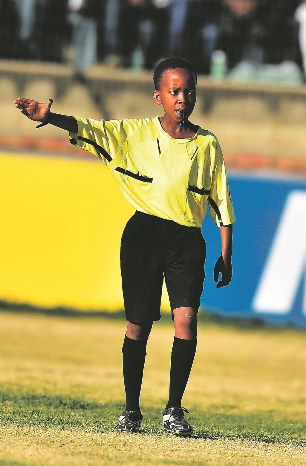 Famous soccer referee helps young match official achieve his dreams