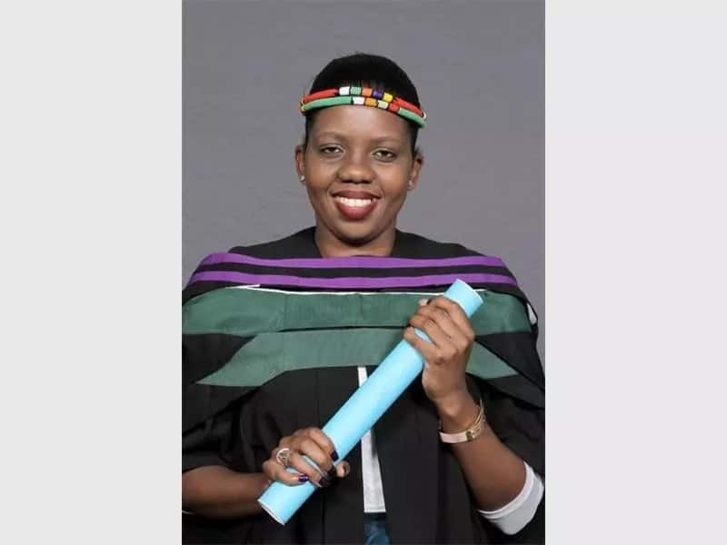"""""""Astrophysics leading lady"""": SA woman achieves her Honours in a class of 16 men"""