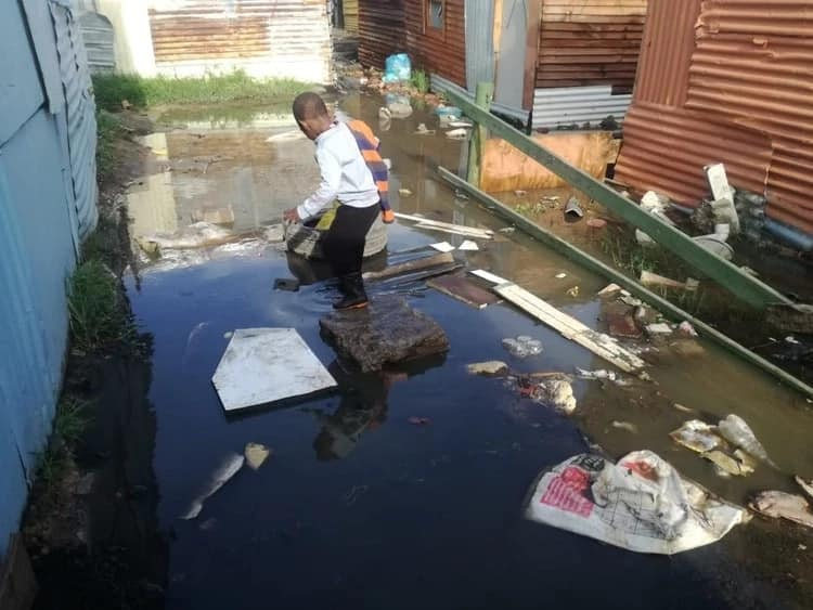 A child navigates a flooded area. Source: GroundUp