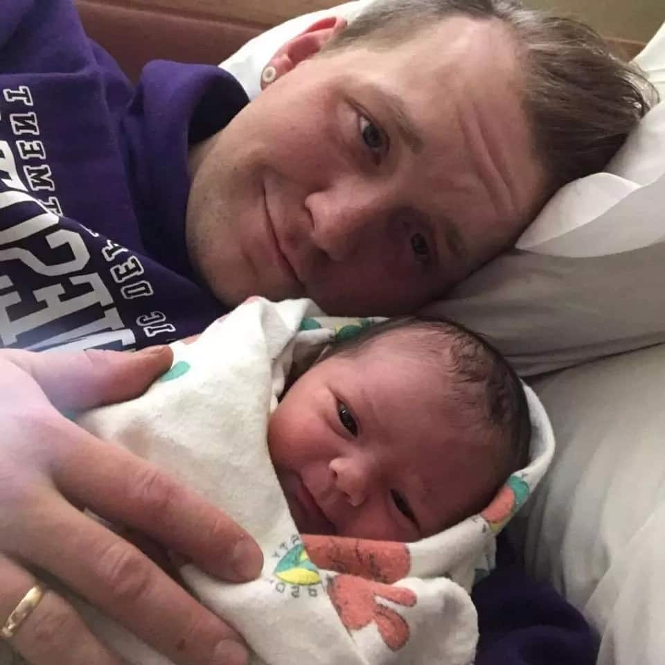 Dad breastfeeds his newborn baby after his wife suffered seizures