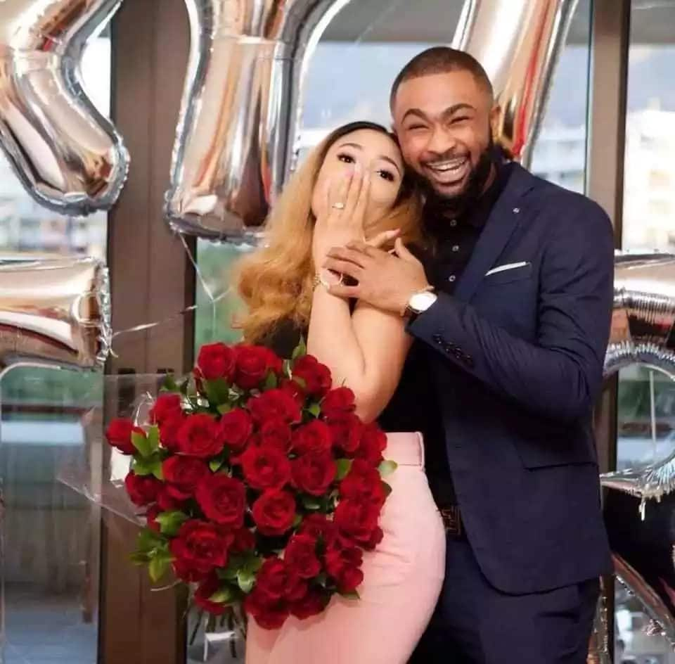 Nigerian man goes on his kneels, engages his beautiful lover (photos)