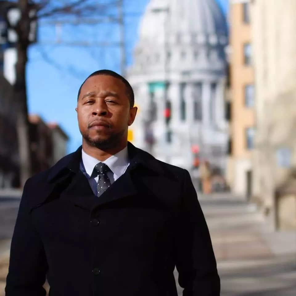 Wrongfully convicted man uses prison library to study law and have his conviction overturned