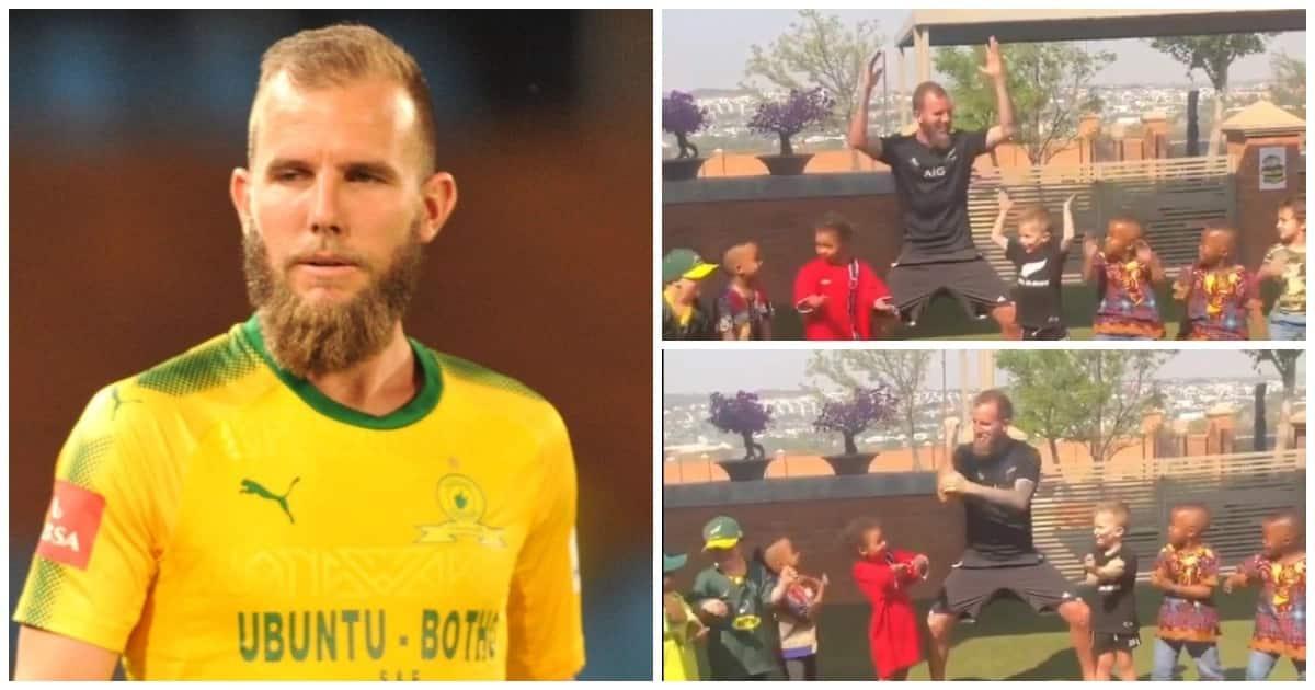 Watch as Mamelodi Sundowns striker Jeremy Brockie teaches children the Haka