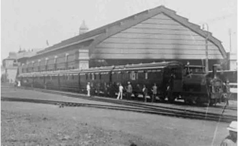 An image of the steam train. Source: grahamlesliemccallum.wordpress.com