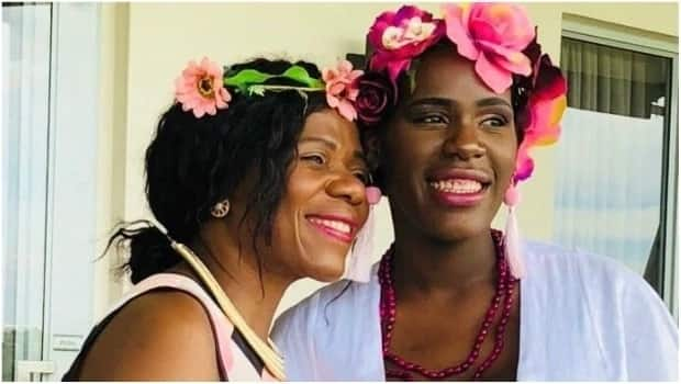 Wenzile (right) and her mom, former Public Protector Thuli Madonsela. Source: w24.co.za