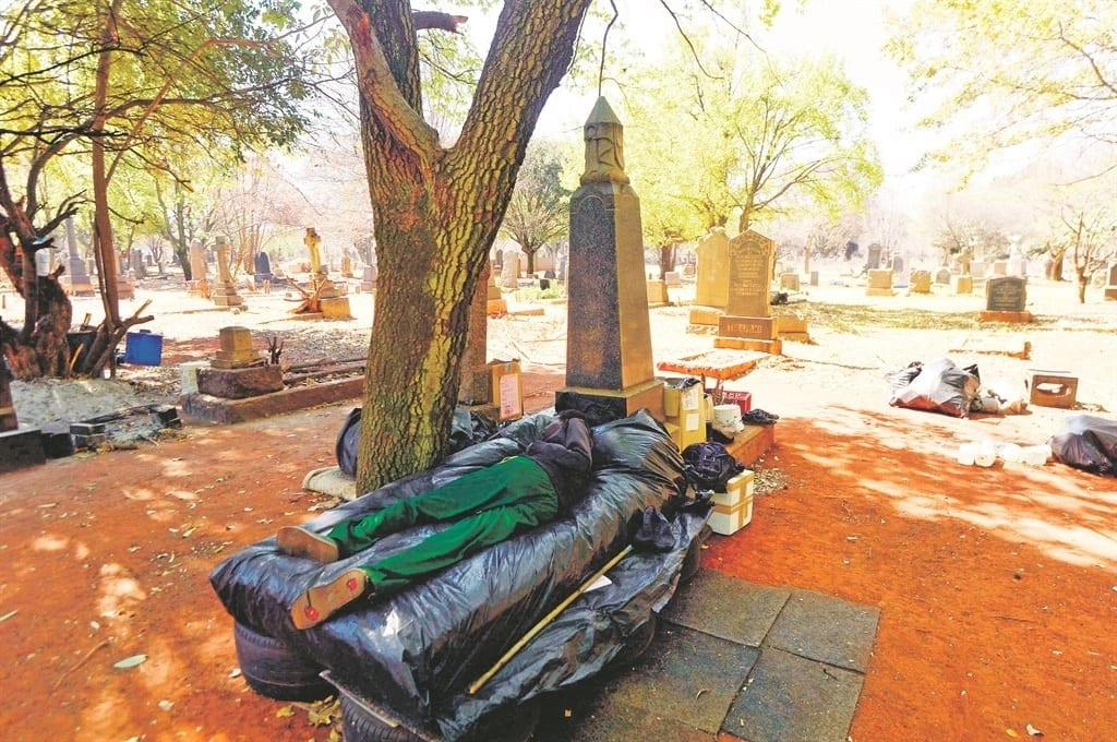Kgosi Tshila resorted to living in a cemetery. Source: Daily Sun/Lucky Morajane