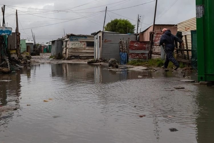 Cape Town's authorities have reportedly made arrangements to help informal settlement residents. Source: GroundUp
