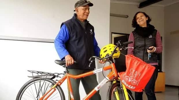 Aubrey Jaftha received a brand new bicycle. Source: Daily Voice/Tracey Adams