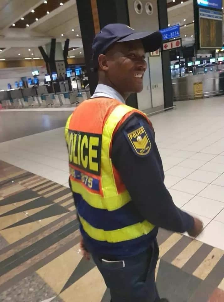 OR Tambo police officer praised for helping a woman after she had an emotional breakdown