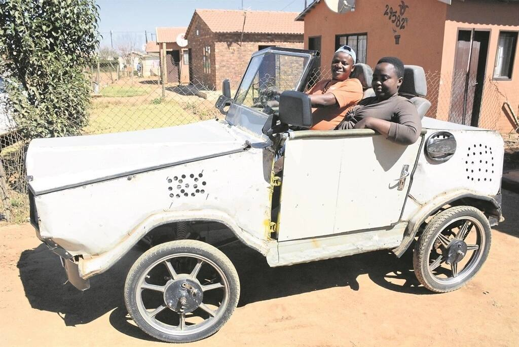 Sibusiso Sibiya from Ekurhuleni built his own car. Source: Daily Sun/Zamokuhle Mdluli
