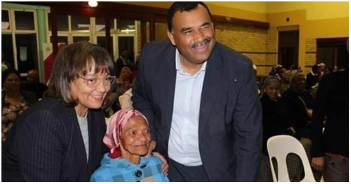 85-year-old Mary Fredericks pictured with Mayor Patricia de Lille and an official. Source: Cape Argus