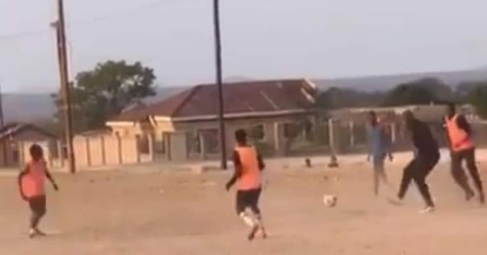 Video shows Steve Komphela playing soccer with kids