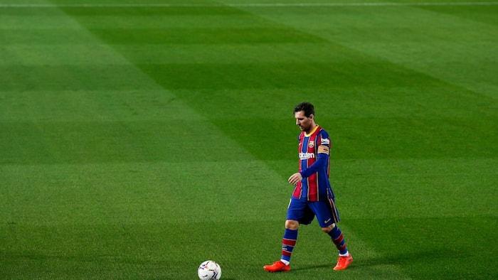 Ronaldinho makes stunning statement on Messi's future at Barcelona