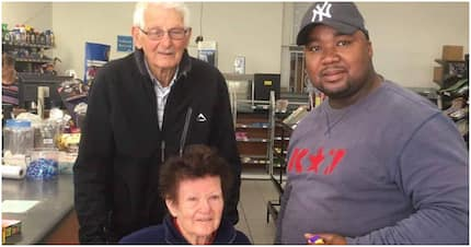 Man pays for elderly couple's groceries: 'Stunning Oscar. Thank you!'