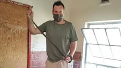 Nick Evans rescues an uninvited 2m black mamba at a school in Durban