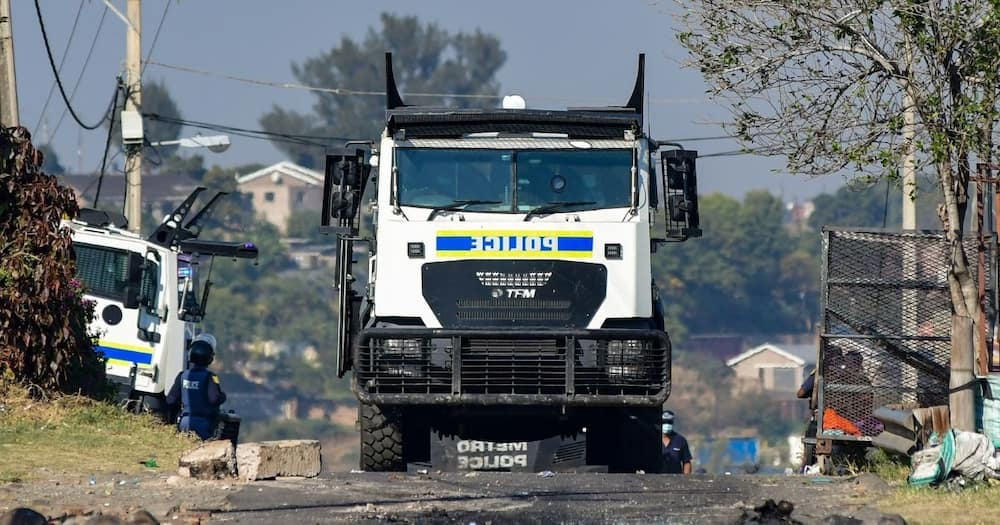 Off-duty, police officer, reportedly shot, at community roadblock, Durban