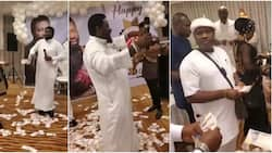 Money rains on pastor as he sings with melodious voice on his birthday, people enthralled by the video