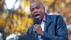 Supra Mahumapelo quietly joins Parliamentary meeting, asked to leave