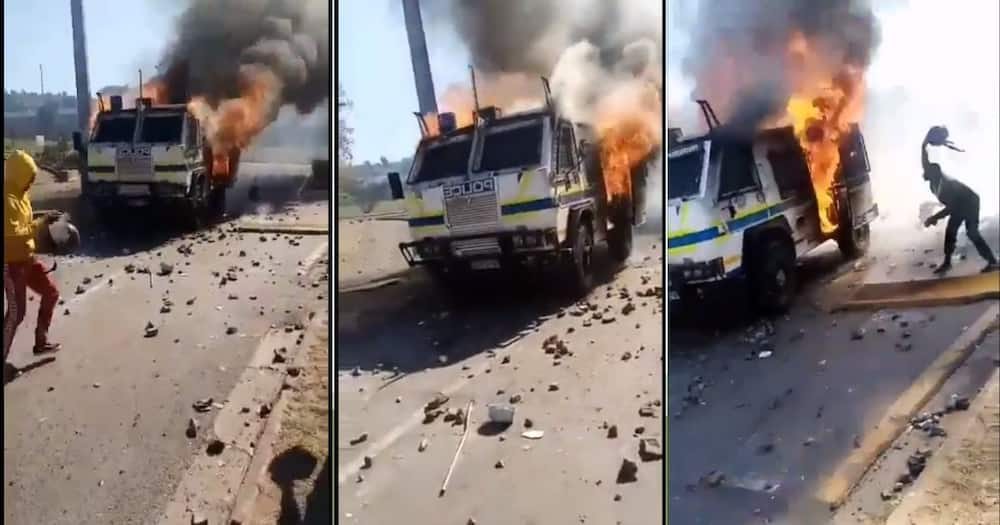 South Africans are shocked to see a police vehicle burned down. Image: Twitter