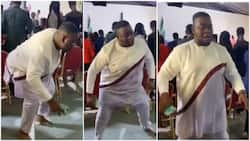 Barefoot man gets attention during church service with his dance moves in video