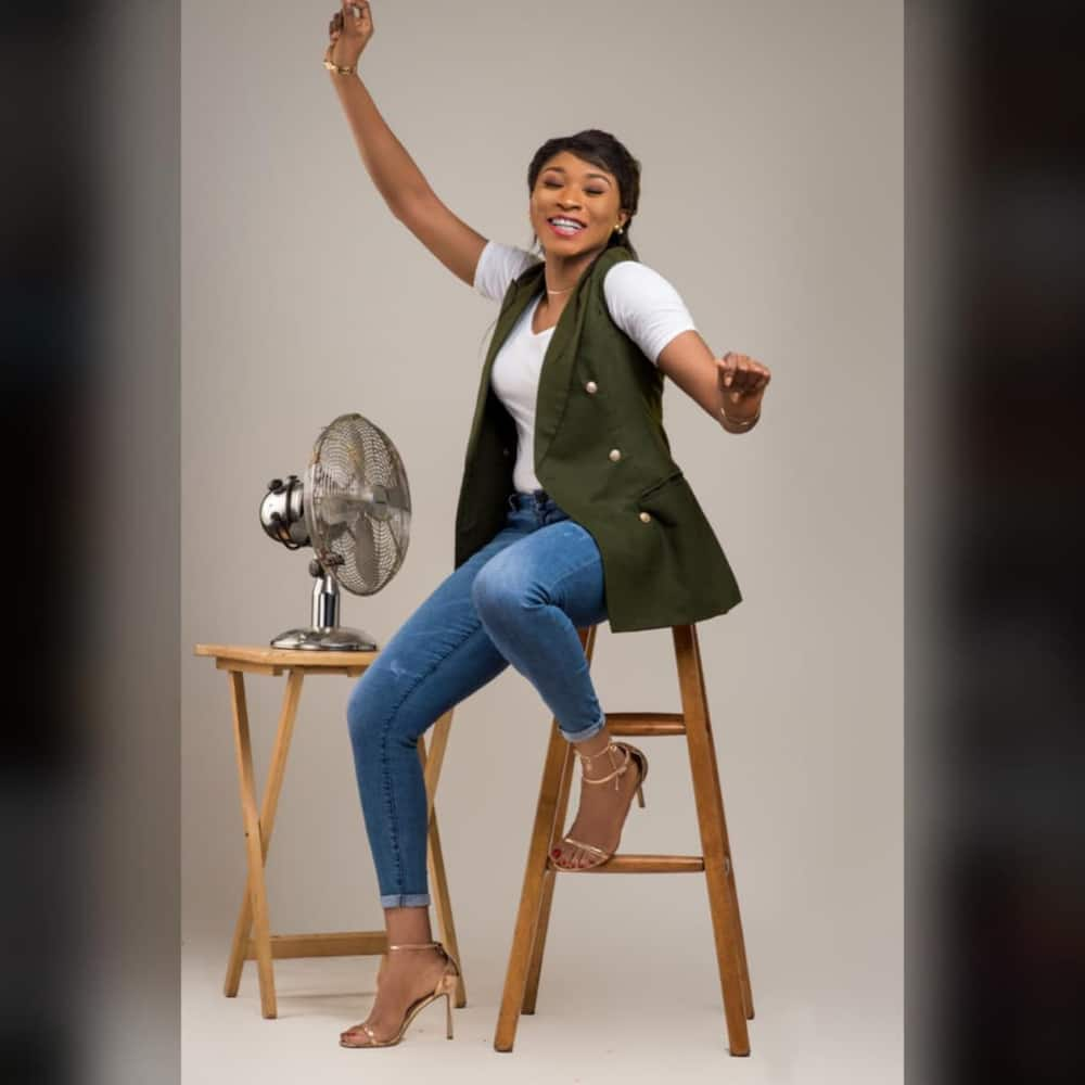 Gorgeous Nigerian lady who dumped journalism to become naval officer shares her life journey