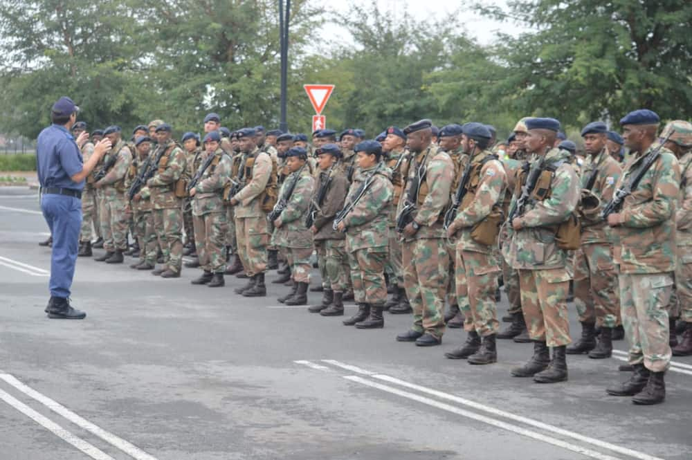 how do i join the south african military health service?