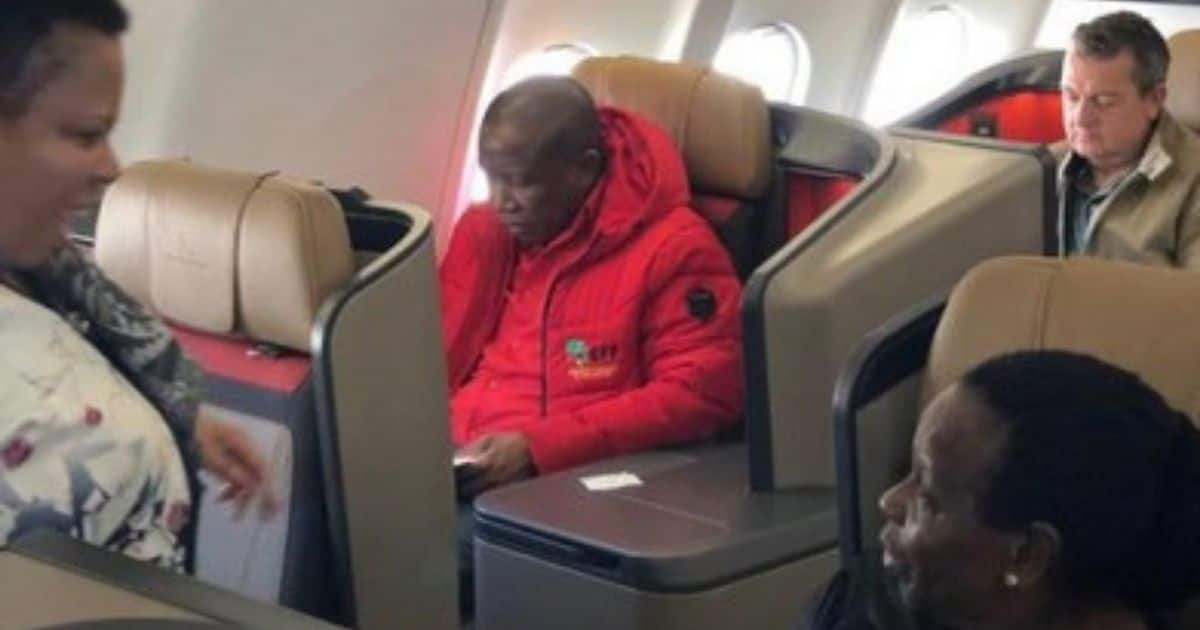 """Photo of Juju flying 1st class has SA divided: """"Fighting for poor"""""""
