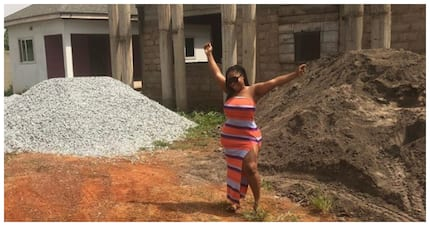 Fans react to picture of actress Boduong uncompleted building