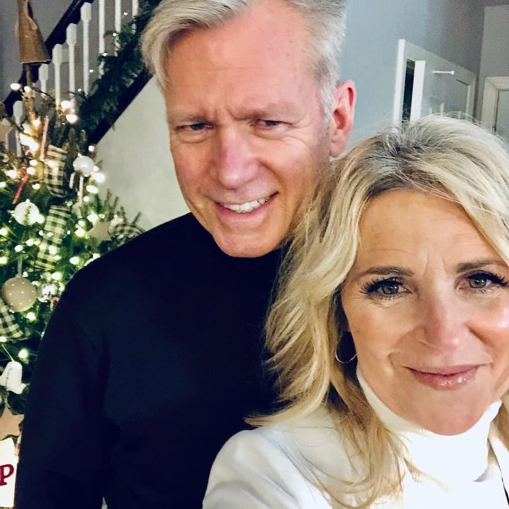 Is Chris Hansen still married?