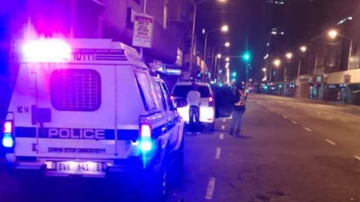 Police called in as gunman holds civilians hostage in Durban's Anton Lembede Street