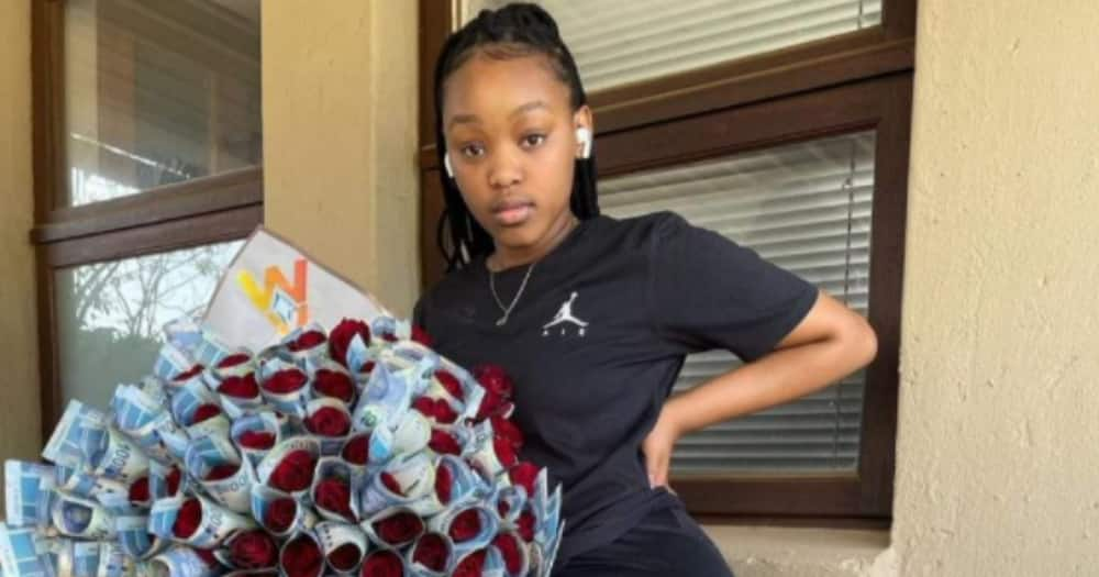 """""""Count Us Out"""": Lady Shares Pic of 'Cash Bouquet', SA Gents Have Mixed Reactions"""