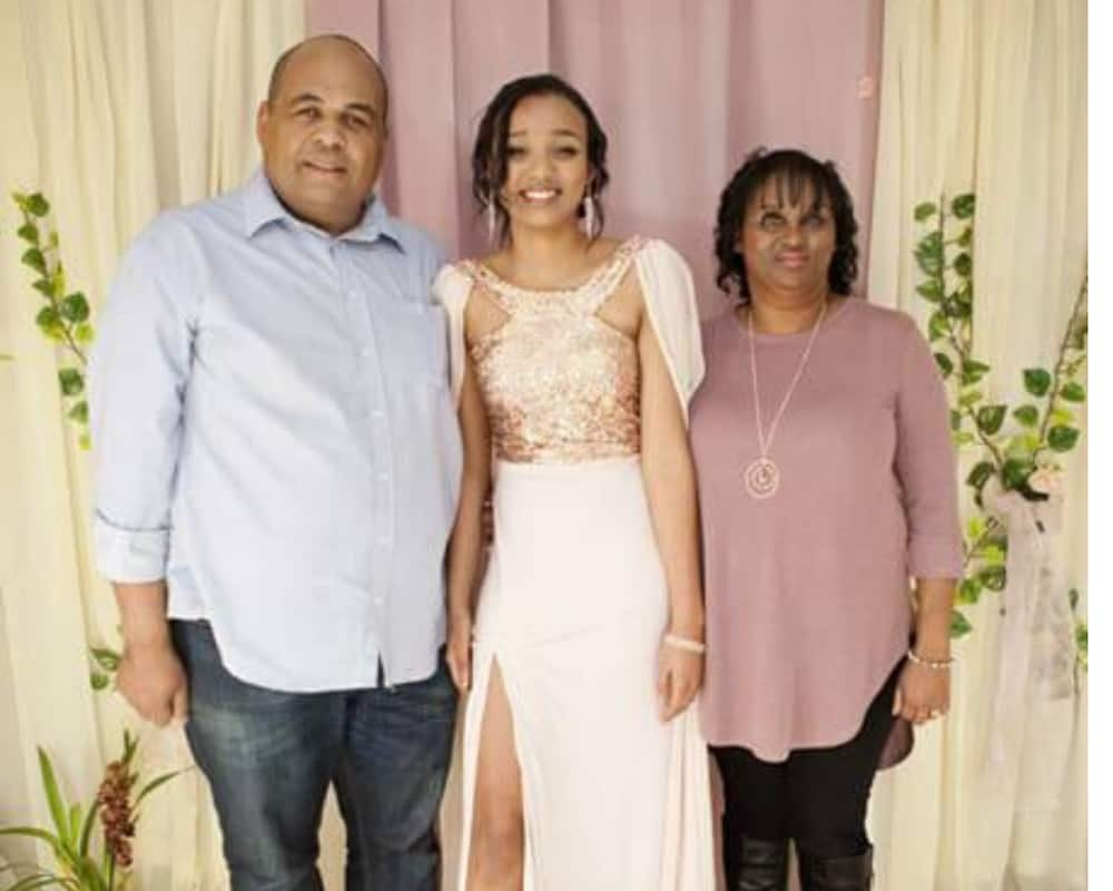 Cape Town teen loses both parents to Covid-19 just hours apart