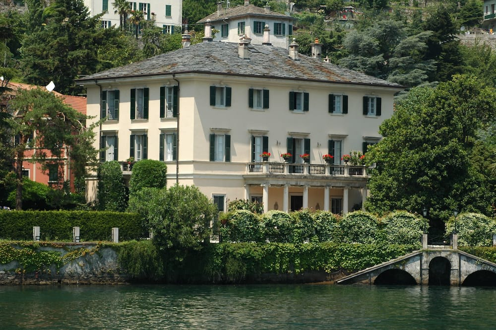 Who owns the most expensive house?